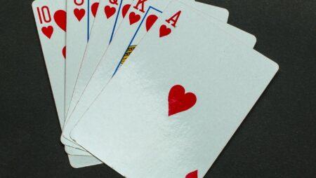 Hva trenger du å vite om slowplaying i poker?
