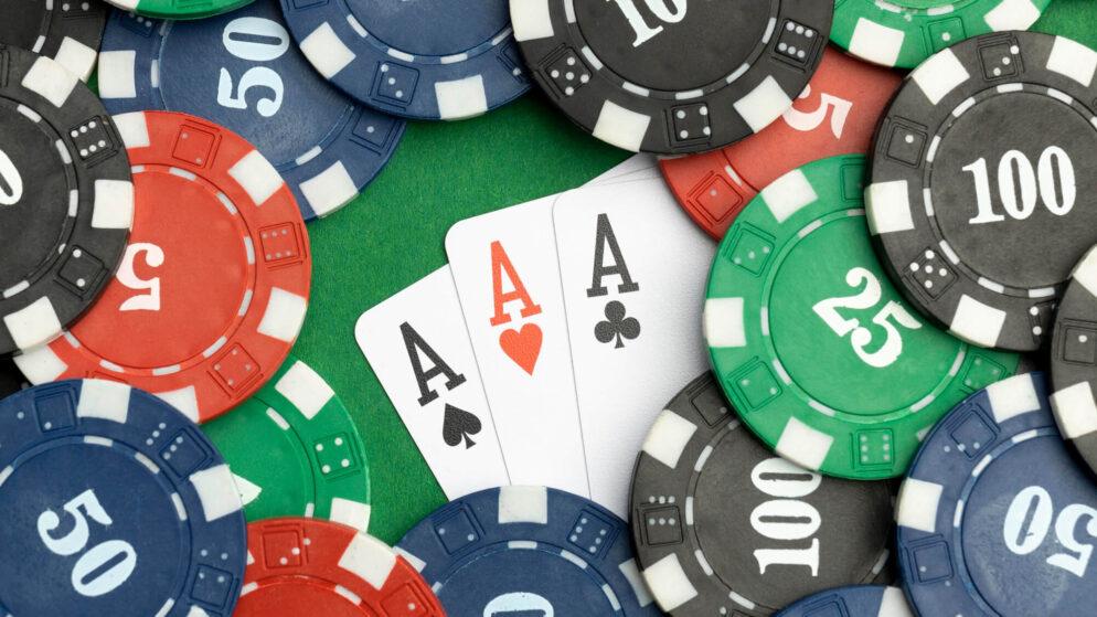 Lær mer om posisjoner ved pokerbordet